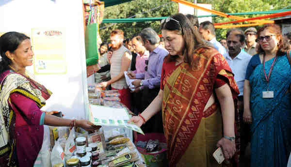 The Union Minister for Women and Child Development, Smt. Maneka Sanjay Gandhi visiting after inaugurating the Women of India Festival-2016 of Organic Products by Women, at Dilli Haat, in New Delhi on October 14, 2016