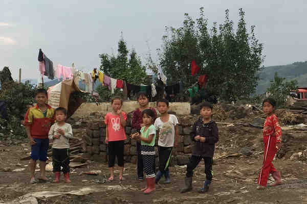 Children in Hoeryong City, Democratic People's Republic of Korea (DPRK), observe the UN inter-agency assessment mission that evaluated the needs of people affected by floods in September 2016. Photo: UNICEF/Murat Sahin