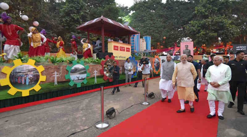Narendra Modi visiting the exhibition at the Haryana Swarna Jayanti Celebration Ceremony venue, in Gurugram, Haryana on November 01, 2016. The Governor of Haryana, Prof. Kaptan Singh Solanki and the Chief Minister of Haryana, Shri Manohar Lal Khattar are also seen.