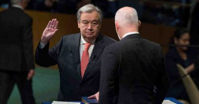 António Guterres, Secretary-General-designate of the United Nations, takes the oath of office for his five-year term, which begins on 1 January 2017. The oath was administered by Peter Thomson, President of the 71st session of the General Assembly. UN Photo / Eskinder Debebe