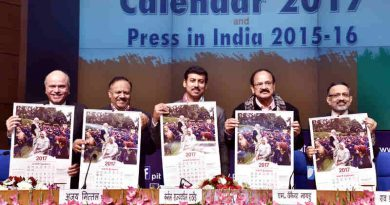 "M. Venkaiah Naidu releasing the Government of India Calendar-2017 with the theme ""Mera Desh Badal Raha Hai, Aage Badh Raha Hai"", in New Delhi on December 22, 2016"