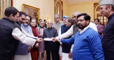 Opposition Parties in India Meeting the President on December 16, 2016 (file photo)