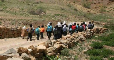 Bamiyan, Afghanistan: children make a long journey to continue their education. Photo: UNICEF / Abdul Aziz Froutan