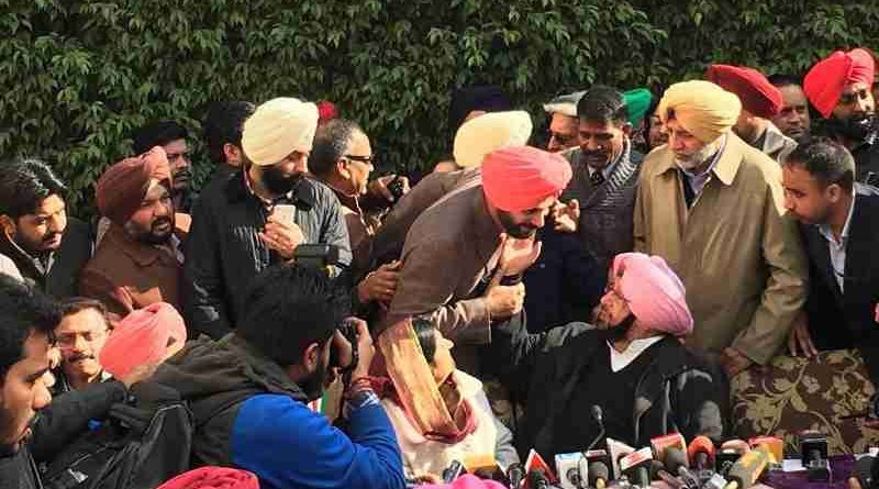 Congress leaders Navjot Singh Sidhu and Amarinder Singh. Photo: Congress (file photo)