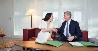 UN High Commissioner for Refugees Filippo Grandi meets with UNHCR Special Envoy Angelina Jolie. Photo: UNHCR / Mark Henley