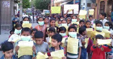 Children demonstrating in the streets of New Delhi so that the Indian government should protect them from dust and noise pollution coming from extended construction activity. Photo and Campaign by Rakesh Raman / RMN Foundation