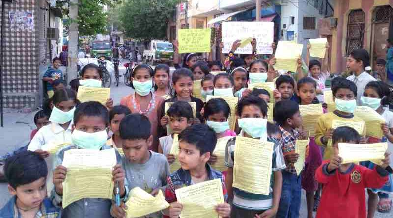 Children demonstrating in the streets of New Delhi so that the Indian government should protect them from dust and noise pollution coming from FAR extended construction activity. Campaign and Photo by Rakesh Raman