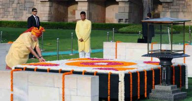 Narendra Modi paying floral tributes at the Samadhi of Mahatma Gandhi, at Rajghat, on the occasion of 71st Independence Day, in Delhi on August 15, 2017