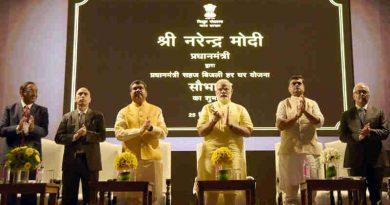 Narendra Modi launching the Pradhan Mantri Saubhagya Yojana, at Deendayal Urja Bhawan, in New Delhi on September 25, 2017