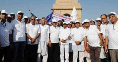 "The Union Minister for Social Justice and Empowerment, Shri Thaawar Chand Gehlot and the Minister of State for Social Justice & Empowerment, Shri Krishan Pal at the flag-off ceremony of a ""Morning Walkathon"" for Senior citizens, organised by the Ministry of Social Justice and Empowerment, on the occasion of the International Day of Older Persons (IDOP), in New Delhi on October 02, 2017."