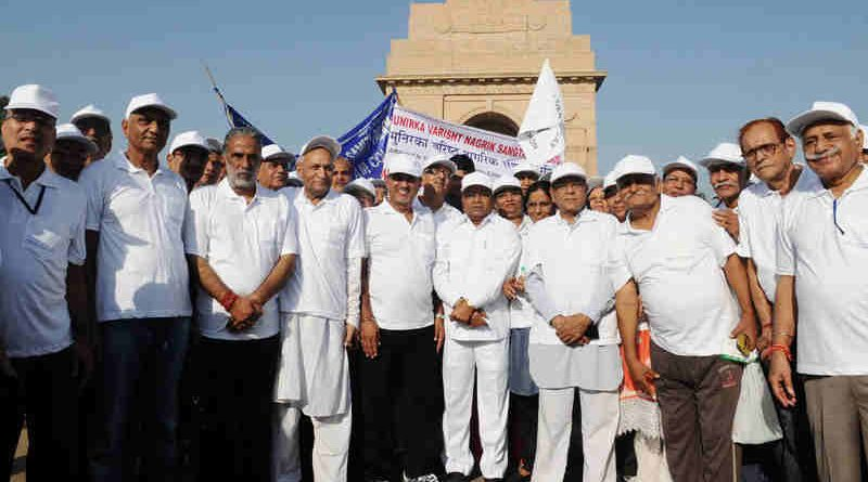 """The Union Minister for Social Justice and Empowerment, Shri Thaawar Chand Gehlot and the Minister of State for Social Justice & Empowerment, Shri Krishan Pal at the flag-off ceremony of a """"Morning Walkathon"""" for Senior citizens, organised by the Ministry of Social Justice and Empowerment, on the occasion of the International Day of Older Persons (IDOP), in New Delhi on October 02, 2017."""