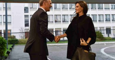 Left to right: NATO Secretary General Jens Stoltenberg greeting Angelina Jolie (UN High Commissioner for Refugees Special Envoy) upon her arrival to NATO Headquarters. Photo: NATO