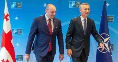 NATO Secretary General Jens Stoltenberg welcomed Georgian Prime Minister Mamuka Bakhtadze to NATO Headquarters. Photo: NATO