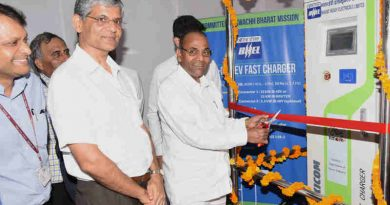 The Union Minister for Heavy Industries and Public Enterprises, Shri Anant Geete inaugurating the charging station for e-vehicles, in the premises of Udyog Bhawan, New Delhi on August 28, 2018. The Secretary, Department of Heavy Industries, Dr. A.R. Sihag is also seen.