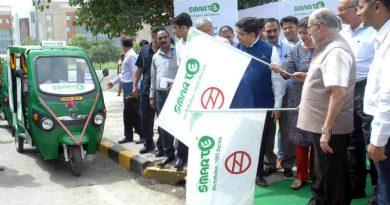 Lt. Governor of Delhi Anil Baijal flags off smart e-rickshaws in Dwarka for metro rail commuters. Photo: LG Office