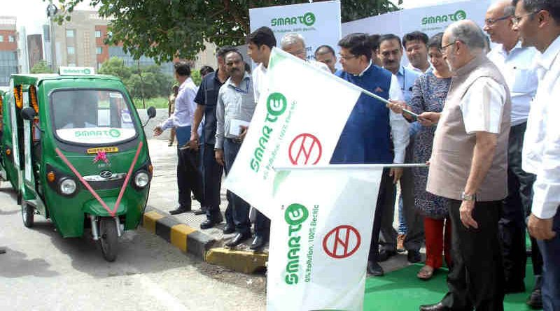 Lt. Governor of Delhi Anil Baijal flags off smart e-rickshaws in Dwarka for metro rail commuters. Photo: LG Office