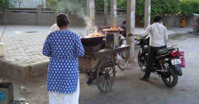A Pakora seller in Delhi. Photo: RMN News Service