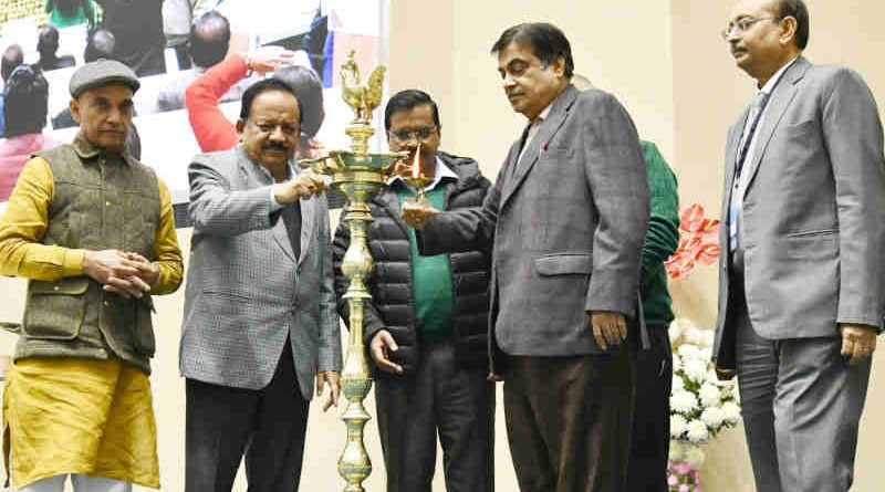 Nitin Gadkari lighting the lamp at the Foundation Stone laying ceremony of the Projects for Yamuna Rejuvenation under Namami Gange Progamme, in New Delhi on December 27, 2018