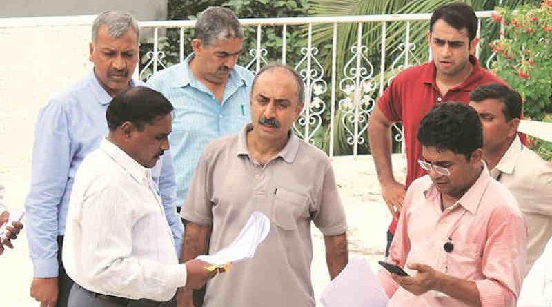 Sanjiv Bhatt (center) File Photo, Courtesy: The Indian Express