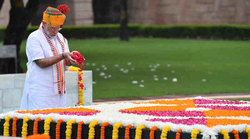 Narendra Modi paying floral tributes at the Samadhi of Mahatma Gandhi, at Rajghat, on the occasion of 73rd Independence Day, in Delhi on August 15, 2019. Photo: PIB