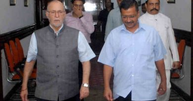 Lt. Governor (LG) of Delhi Anil Baijal with Delhi chief minister (CM) Arvind Kejriwal. Photo: LG Office (file photo)