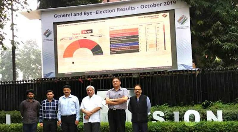 Team ICT headed by Dr Sandeep Saxena, Sr Deputy Election Commissioner, and others with Sunil Arora, Chief Election Commissioner, in front of the Election Trends TV Panel at Nirvachan Sadan, New Delhi on October 24, 2019. Photo: PIB