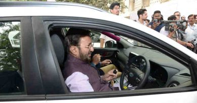 Prakash Javadekar flagged off the Electric Vehicles procured by the Ministry of Information & Broadcasting, at Shastri Bhawan, in New Delhi on November 01, 2019. Photo: PIB
