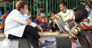 Congress leader Rahul Gandhi talking to migrant workers during coronavirus lockdown. Photo: Congress