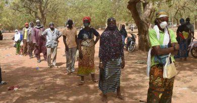 WFP food distribution in Kaya, Burkina Faso, 30 March 2020. Photo: WFP / Mahamady Ouedraogo