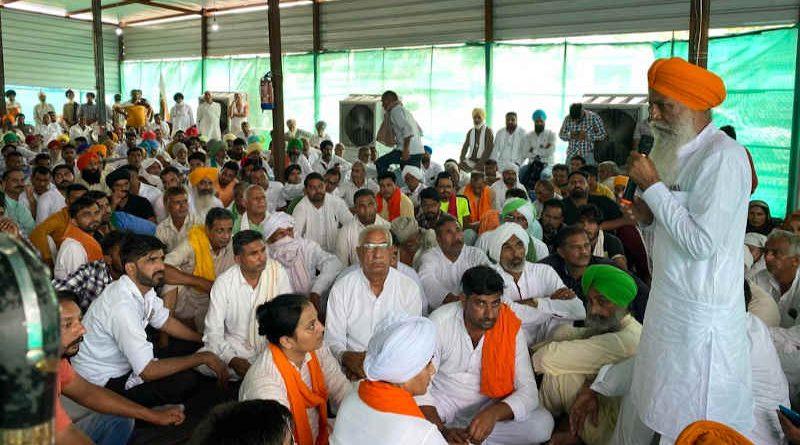Farm leader Gurnam Singh Charuni addressing farmers in a meeting. Photo: Gurnam Singh Charuni / Twitter