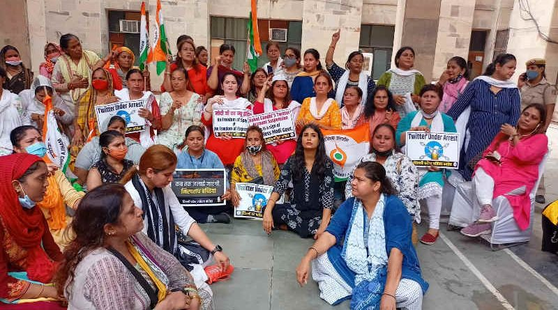 Members of All India Mahila Congress holding a protest over Congress leader Rahul Gandhi's suspension of account by Twitter in New Delhi on August 9, 2021. Photo: Congress